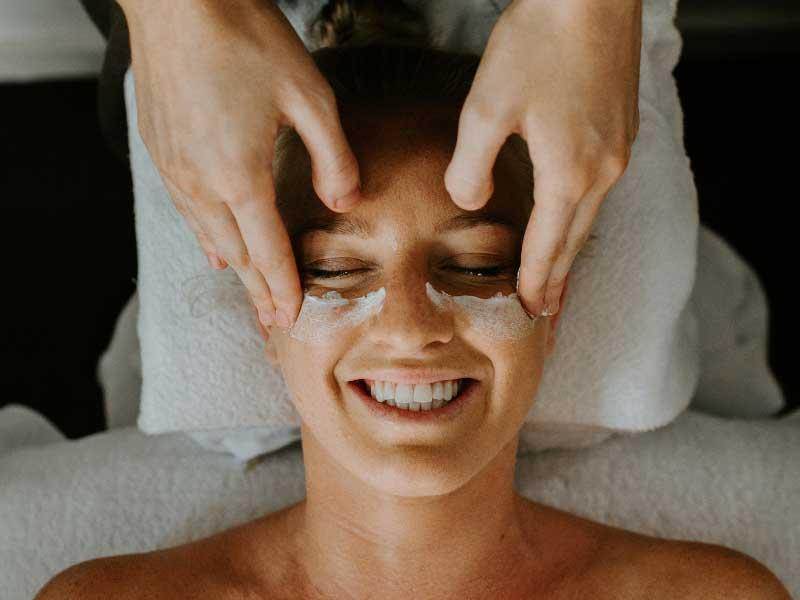 Luxury Organic Facial - 75 min